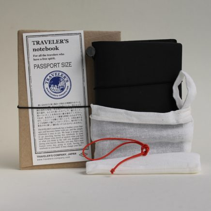 TRAVELLER'S NOTEBOOK BLACK PASSPORT SIZE